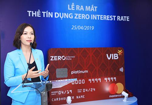 Đại diện VIB ra mắt thẻ Zero Interest Rate vào sáng 25/4.