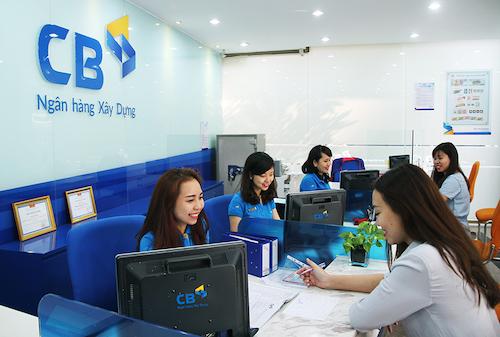 Khách hàng giao dịch tại một chi nhánh của CBBank.website
