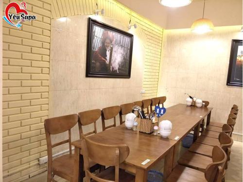 Không gian của nhà hàng Già Bản. Ảnh: YeuSapa.com.