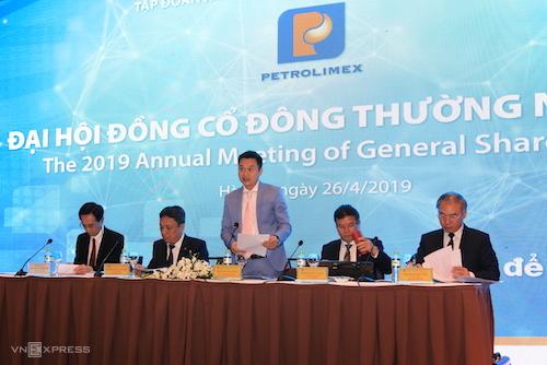 Ông Phạm Văn Thanh - Chủ tịch Petrolimex phát biểu tại cuộc họp đại hội đồng cổ đông ngày 26/4. Ảnh: H.T
