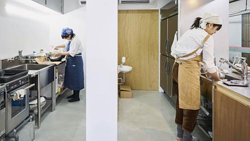 Một không gian bếp chia sẻ để nhà hàng ảo hoạt động tại Nhật Bản. Ảnh: Nikkei
