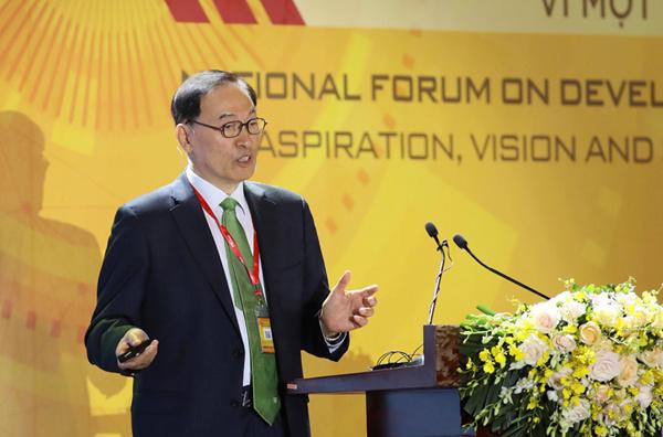 Giáo sư Yongrak Choi, nguyên cố vấn Tổng thống Hàn Quốc tại Diễn đàn.