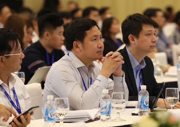 Các đại biểu tại phiên buổi của chiều của Diễn đàn.