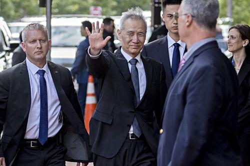 Ông Lưu Hạc đến Văn phòng Đại diện Thương mại Mỹ hôm qua. Ảnh: Bloomberg
