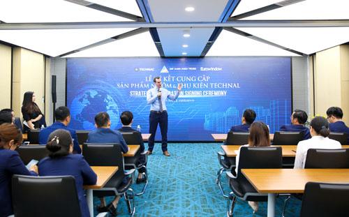 Đại diện Technal phát biểu tại lễ ký kết với Đất Xanh Miền Trung.