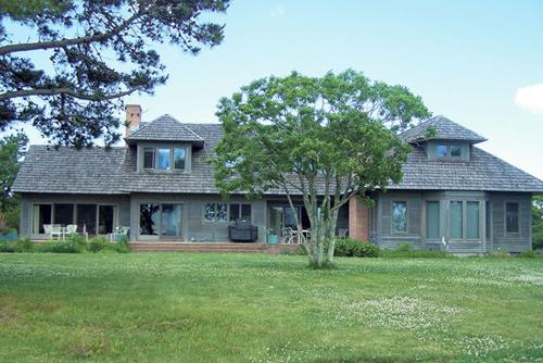 Căn nhà trên phố Boldwater, Edgartown Great Pond, rao bán với giá 3,85 triệu USD.