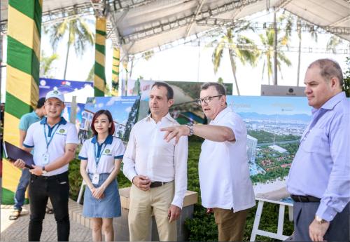 Dịp này, Phú Long cũng giới thiệu đến khách hàng những dự án bất động sản nghỉ dưỡng cao cấp sẽ phát triển trong thời gian tới ở những vùng biển đẹp như Nha Trang, Cam Ranh, Đà Nẵng và Phú Quốc.