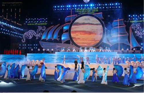 Năm Du lịch quốc gia 2019 do tỉnh Khánh Hòađăng cai tổ chức với gần 100 hoạt động, sự kiện văn hóa, thể thao, du lịchdiễn ra xuyên suốt năm. Trong đó, Festival biển Nha Trang - Khánh Hòalà điểm nhấn với gần 60 hoạt động kéo dàitừ 26/4 đến 14/5. Hoạt động chính của sựkiện là đêmnghệ thuật ấn tượng, với màn trình diễn pháo hoa rực rỡ, hoành tráng đã thu hút hàng chục nghìn người tham dự.