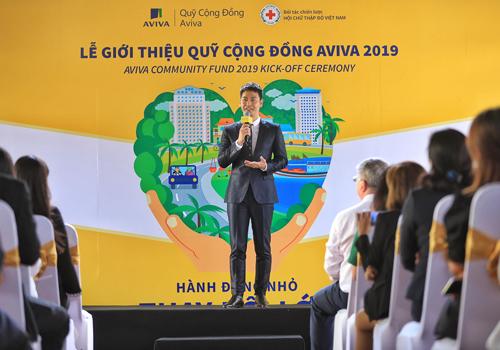 MC Phan Anh chia sẻ tại buổi giới thiệu Quỹ Cộng Đồng Aviva. Ảnh: Hữu Khoa.
