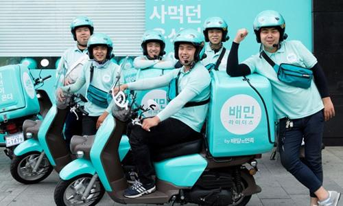 Các tài xê giao đồ ăn của Woowa Brothers tại Hàn Quốc. Ảnh: Koreaherald.