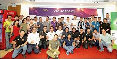Sự kiện Shopify Meetup đầu tiên tại Hà Nội thu hút đông đảo người tham gia.