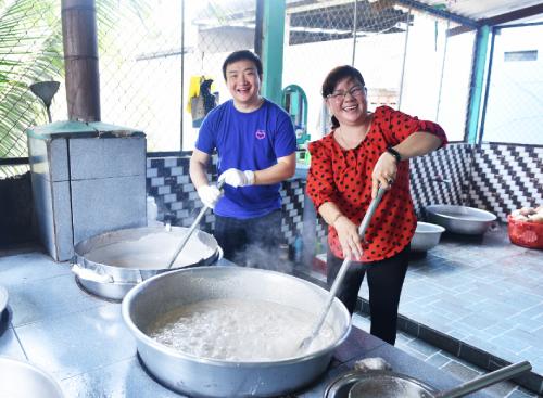 Ông Max Zhang -Tổng giám đốc Lazada Việt Nam ghé thăm cơ sở Thiên Ân của bà chủ Diệu giữa tháng 4 vừa qua.