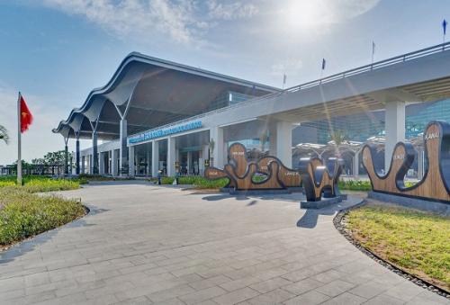 Sân bay Cam Ranh lọt top 5 giải thưởng Routes Asia 2019 Marketing Awards - giải thưởng quốc tế dành cho sân bay có hoạt động quảng bá truyền thông xuất sắc nhất 2019.