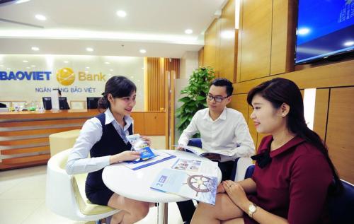 Ngân hàng tung khuyến mãi hút khách gửi tiết kiệm dịp hè