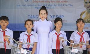 Hoa hậu Doanh nhân Minh Thảo trao 200 phần quà cho học sinh nghèo
