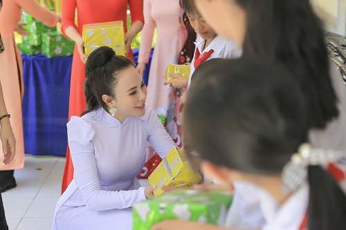 Những phần quà được gửi đến các em ở huyện Tuy An, Phú Yên.