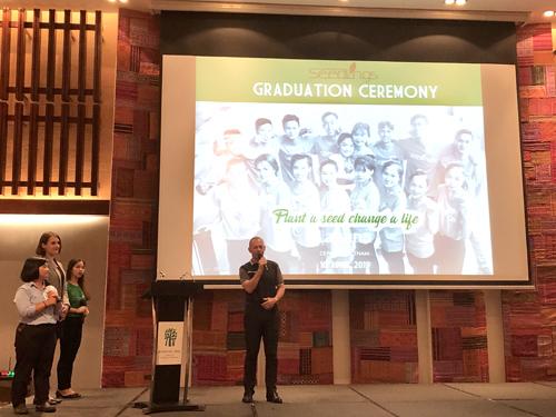 Ông Gavin Peter Herholdt - Giám đốc điều hành dự án Laguna Lăng Cô, Huế, trong lễ trao bằng tốt nghiệp Seedling khoá 8 vào tháng 4 vừa qua.