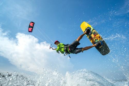 Câu lạc bộ thể thao biển với các trò chơi mạo hiểm (hình minh họa)