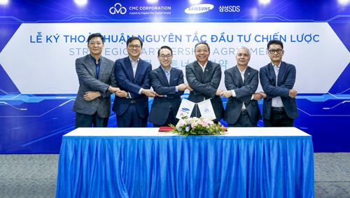 Đại diện Samsung SDS và Tập đoàn Công nghệ CMC tại lễ ký kết (Đứng thứ ba từ trái sang: Tiến sỹ Won-Pyo Hong - Chủ tịch và Giám đốc điều hành của Samsung SDS, đứng thứ tư từ trái sang: ông Nguyễn Trung Chính - Chủ tịch HĐQT/TGĐ Tập đoàn Công nghệ CMC).