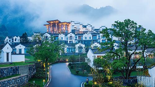 Banyan Tree Residences Huangshan (Trung Quốc) được đánh giá cao về vai trò tiên phong trong sự phát triển của du lịch tại địa phương này.