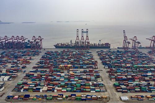 Một cảng biển ở Thượng Hải (Trung Quốc). Ảnh: NYT