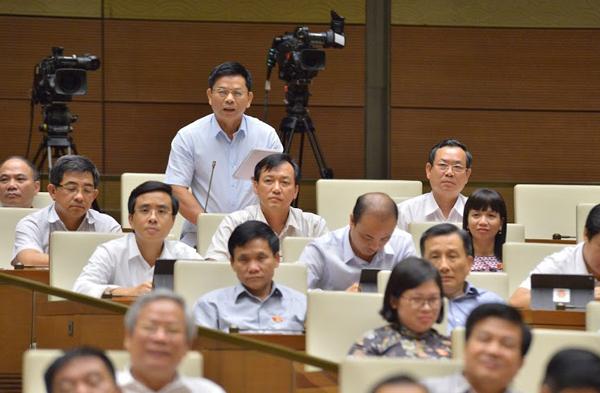 Đại biểu Nguyễn Thanh Hồng chất vấn Bộ trưởng Xây dựng.