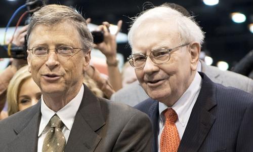 Bill Gates và Warren Buffett trong Đại hội Cổ đông Berkshire Hathaway. Ảnh: AFP
