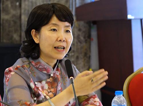 Bà Doãn Hải Hồng - Đại biện lâm thời của Trung Quốc tại Việt Nam chia sẻ với báo chíngày 6/4. Ảnh: Lộc Chung.