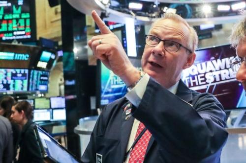Một nhà giao dịch trên sàn chứng khoán New York. Ảnh: Reuters