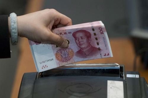NDT có thể chạm ngưỡng tâm lý 7 NDT đổi 1 USD nếu không có tiến triển mới trên bàn đàm phán Mỹ - Trung. Ảnh: Bloomberg