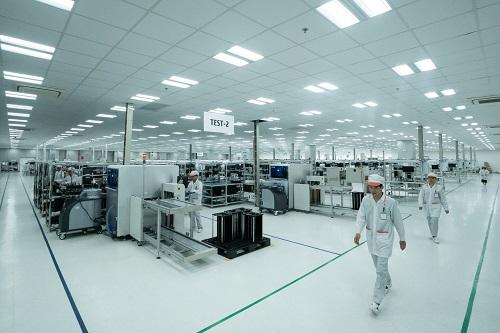 Nhà máy sản xuất điện thoại thông minh Vsmart tại Khu công nghệ cao Hòa Lạc (Thạch Thất, Hà Nội).