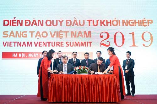 Lễ ký kết hợp tác với các quỹ ngoại diễn ra dưới sự chứng kiến của Đại diện Chính phủ.