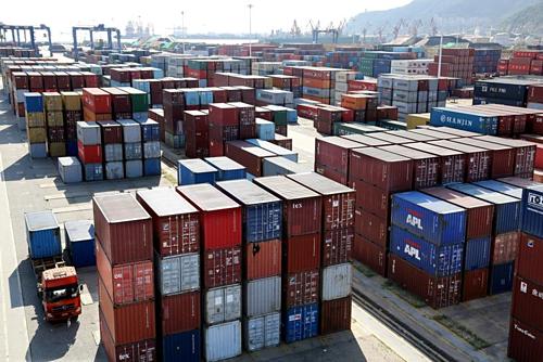 Container tại một cảng biển ở Giang Tô (Trung Quốc). Ảnh: Reuters