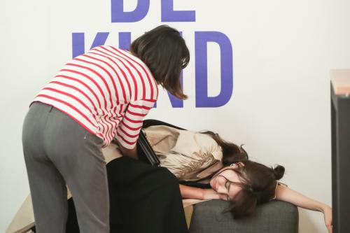 Ninh Dương Lan Ngọc bị những cơn đau dạ dày hành hạ trên phim trường