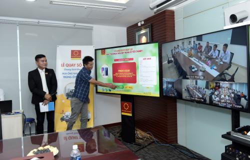 Chương trình quay số được thực hiện dưới sự chứng kiến của khách hàng Ống nhựa Hoa Sen tại nhà máy Hà Nam và Nhơn Hội – Bình Định