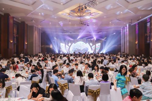Hàng trăm khách hàng, đối tác, nhà đầu tư đã có mặt tại lễ trị ân dự ánVườn Sen.
