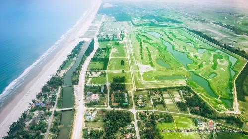 Hoa Tiên Paradise - Xuân Thành Golf and Resort sở hữu hơn 2km bờ biển.