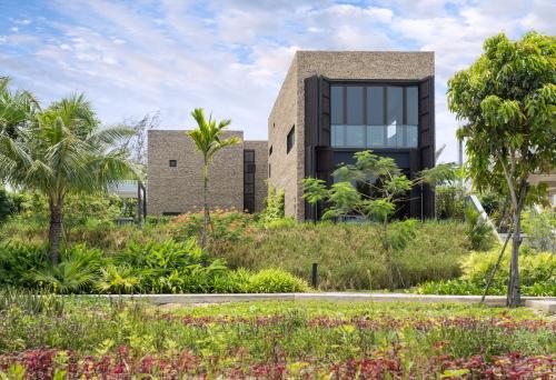 Không gian xanh bao bọc xung quanh biệt thự nghỉ dưỡng tại dự án.