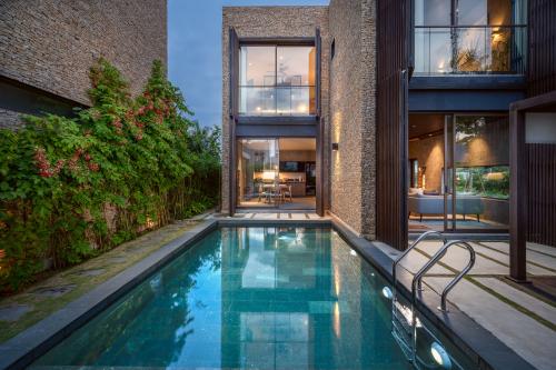 Kiến trúc sang trọng là điểm nhấn của X2 Hội An Resort & Residence.