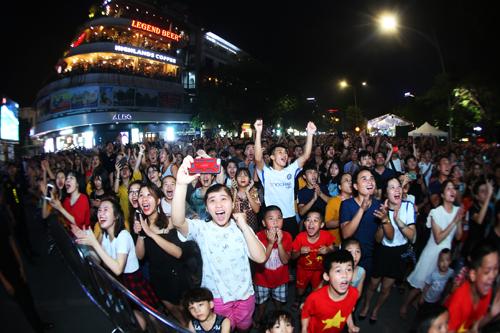 Các bạn trẻ hào hứng tham gia các hoạt động tại sự kiện.