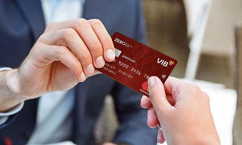 Đại diện VIB khẳng định việc sáng tạo nhiều dòng thẻ độc đáo cũng giúp khách hàng hứng thú với thẻ ngân hàng hơn.