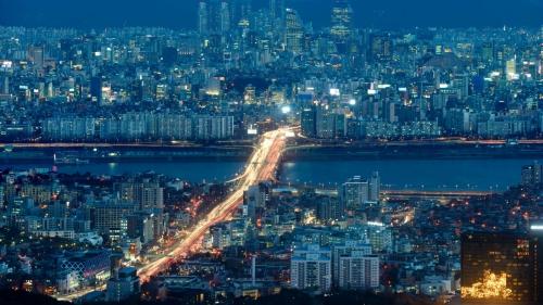 Hàn Quốc là nền kinh tế phát triển đứng thứ tư tại châu Á và xếp 11 thế giới theo GDP năm 2018. Ảnh: CNN.