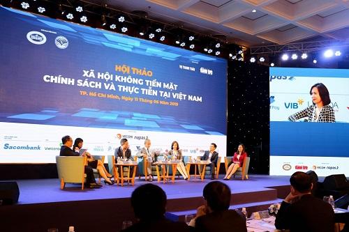 Bà Trần Thu Hương - Giám đốc khốibán lẻ kiêm Giám đốc chiến lược của Ngân hàng Quốc tế (VIB)