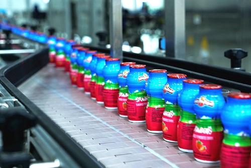 Nhóm sản phẩm sữa chua của NutiFood trải qua quy trình sản xuất và kiểm tra chất lượng nghiêm ngặt, đạt chuẩn FDA (Mỹ).