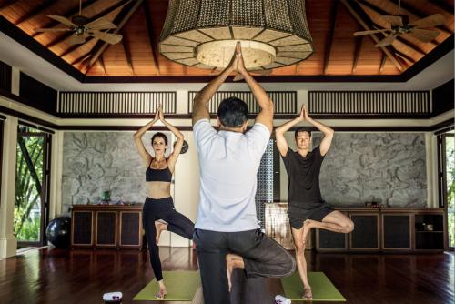 Lớp Yoga cùng huấn luyện viên Ấn Độ tại Laguna Lăng Cô, Huế