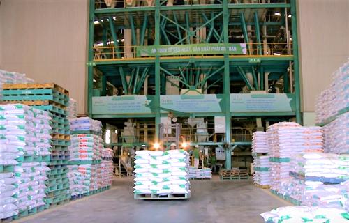 Feed - nhà máy sản xuất thức ăn chăn nuôi của GreenFeedđạt chuẩn quốc tế,đảm bảo được chất lượng nguyên liệu đầuvàochothức ăn