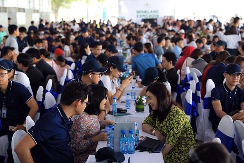 Novaland Expo 2019 thu hút hàng nghìn lượt tham quan mỗi ngày. Ảnh: Hữu Khoa.
