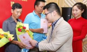 Việt Hưng Phát trao sổ đỏ cho khách hàng