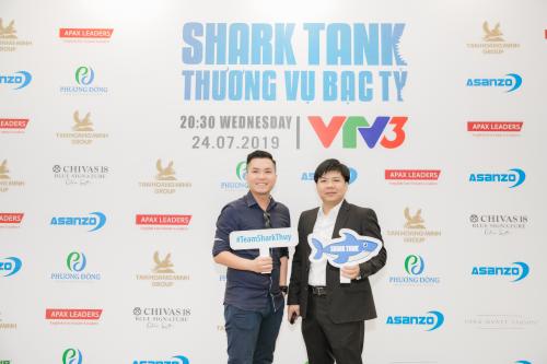 Hoàng Anh Tuấn - CEO Soya Garden và Shark Nguyễn Ngọc Thủy tại sự kiện của Shark Tank