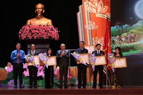 Ông Johnathan Hạnh Nguyễn nhận huân chương lao động hạng 2  - 4